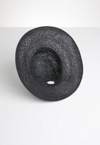 Superbalist - Twiss black trim hat - black