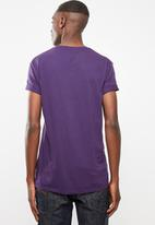Superbalist - Printed crew neck tee - purple