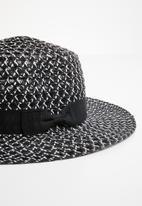Superbalist - Naomi straw hat - black & white