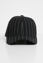 Superbalist - Pinstripe cap - black & white
