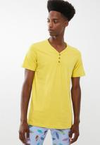 Cotton On - Essential henley tee - yellow