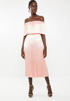 Vero Moda - Jasmine off the shoulder midi dress - peach