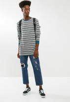 Superbalist - Cropped regular tapered destroy jeans - blue