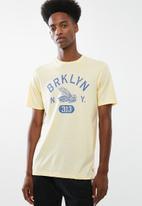 Cotton On - Tbar short sleeve tee 2 - yellow