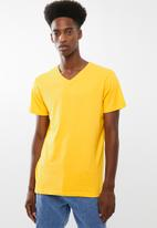 Cotton On - Essential v-neck tee - yellow