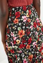 Superbalist - Pleated midi skirt  - black floral