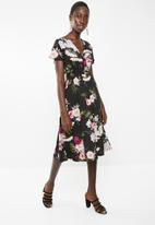 Superbalist - Shirred waist floral midi dress - black floral