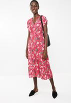 Superbalist - Button through midi dress - red floral