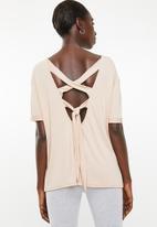 Superbalist - Cross back T-shirt - pink