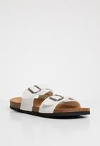 Brave Soul - Anthony strap buckle slider sandals - white
