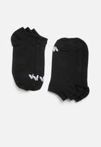adidas Originals - 3 Pack inisex solid crew originals socks - black and white