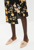 Superbalist - Cut up hem midi skirt - black floral