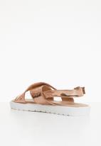 Truffle - Metallic crossover sandals - rose gold