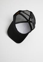 Nixon - Iconed trucker cap - black