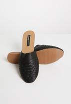 Cherry Collection - Montana woven detail pumps - black