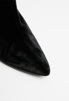 MANGO - Velvet heel ankle boot - black