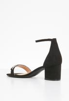 Truffle - Chain ankle strap low block heels - black
