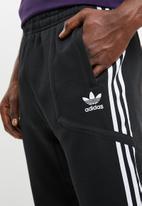 adidas Originals - Adidas originals windsor trackpant - black