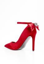 MHNY by Madison - Ankle strap bow detail heels - red