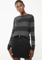 Vero Moda - Francine long sleeve button back cardi - black