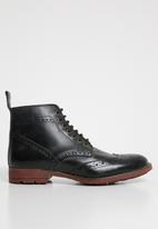 Superbalist - Brogue leather chelsea boot - black