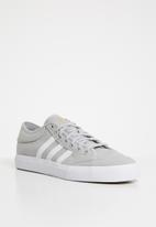 adidas Originals - Matchcourt - grey / white / gum