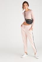 Supré  - Long sleeve raised neck crop tee - pink