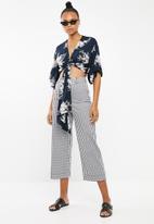 Revenge - Tie front kimono top - navy