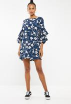 Revenge - Ruffle sleeve dress - navy