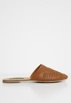 Cherry Collection - Montana woven detail pumps - tan