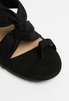 Cherry Collection - Mexico knot detail mules - black