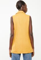 Superbalist - Sleeveless double breasted linen blend blazer - mustard