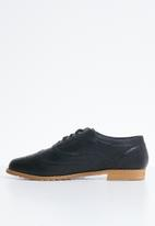 Jada - Faux leather lace-up brogues - black