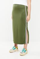 STYLE REPUBLIC PLUS - Maxi skirt with slits - green