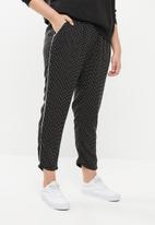 STYLE REPUBLIC PLUS - Racing stripe down the leg  jogger - black & white