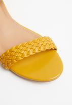 Jada - Ankle strap wedges - yellow
