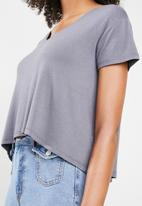 Cotton On - Madeline chop tee - grey