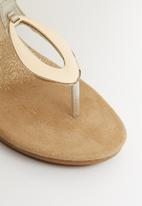 Butterfly Feet - Viritas thong wedges - gold