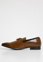 Superbalist - Roberto slip-on shoe - tan