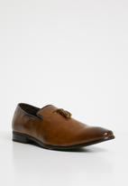 Superbalist - Roberto slip-on shoe - tan