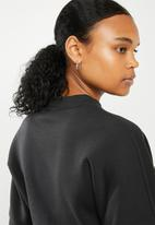 Umbro - Long sleeve crop batwing top - black