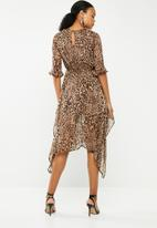Missguided - Chiffon asymmetric hem midi dress - brown