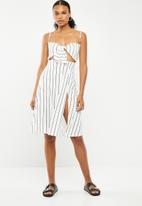 Missguided - Tie front split midi dress stripe - white