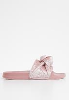 Truffle - Velvet knot slip-on flats - pink