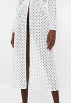 Missguided - Polka dot mesh maxi dress - white