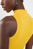 Sissy Boy - Canary twist top - yellow