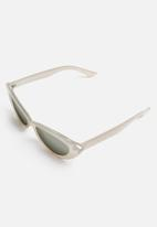 Cotton On - Delilah cat eye sunglasses - grey