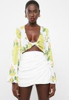 Missguided - Twist front flare sleeve crop top floral - multi