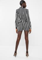 Missguided - Wrap front stripe shirt playsuit - white & black
