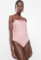 Missguided - Lace overlay bodysuit - pink